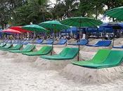 Phuket-Patong, lits sable-parasols derangent