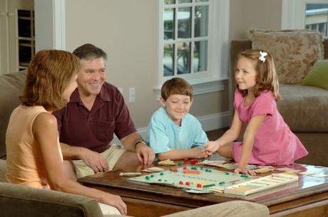 Family_playing_a_board-1