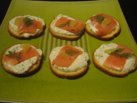 Canap s ap ritifs express et l gers au saumon fum for Canape au fromage