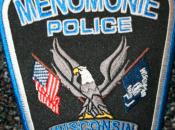 policier arrête étudiant fait noeud cravate