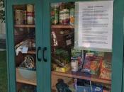 installent épiceries solidaires miniatures libre-service