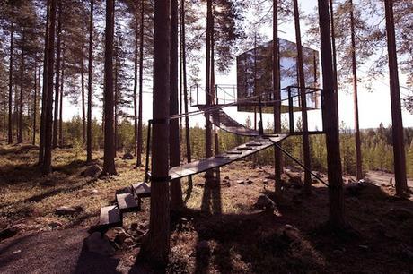Incredible-Mirror-Cube-Habitation-in-Sweden-1