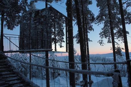 Incredible-Mirror-Cube-Habitation-in-Sweden-0