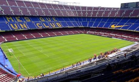 Le terrain du Camp Nou est-il plus grand qu'ailleurs?