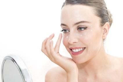 CONTOUR des YEUX : Pourquoi la peau périorbitaire vieillit plus vite – AAD