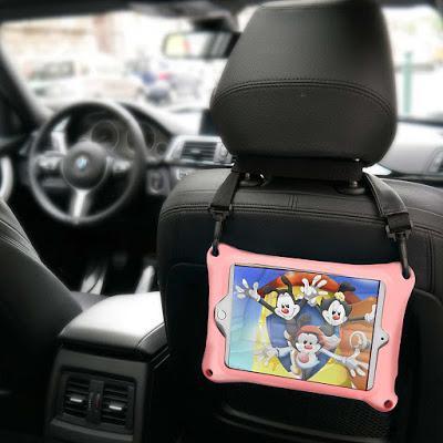 Un étui avec une courroie, en auto, c'est très pratique!
