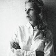 Kateri Lemmens – Un homme se penche…
