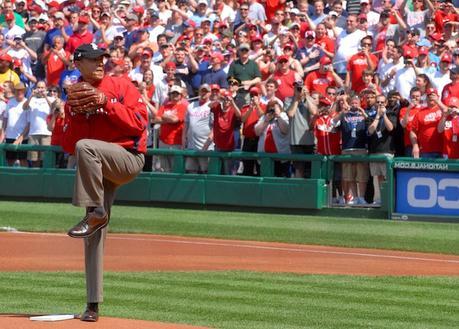 Donnez le coup d'envoi fictif d'un match de baseball, une tradition présidentielle
