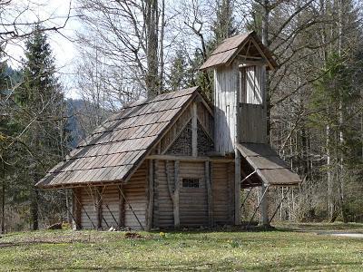La cabane de Hunding et l'ermitage de Gurnemanz dans le parc du château de Linderhof (photos)