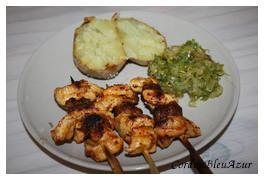 Brochettes de poulet et saucisses en croûte d'épices