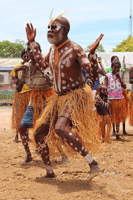 Focus sur un artiste aborigène : les oeuvres de Sid Bruce Short Joe (Pormpuraaw, Queensland)  à l'Aquarium de Paris
