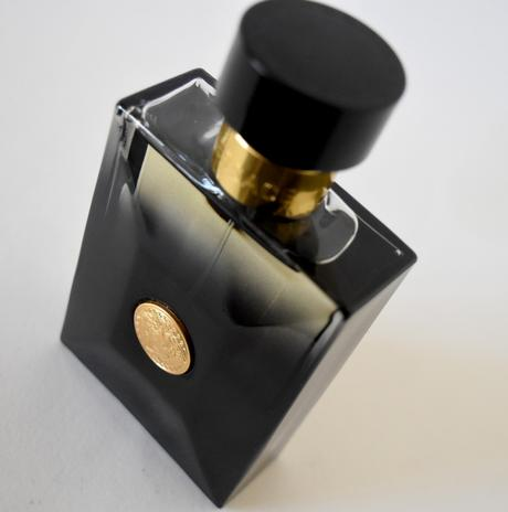 Versace Black Oud, une fragrance racée pour hommes