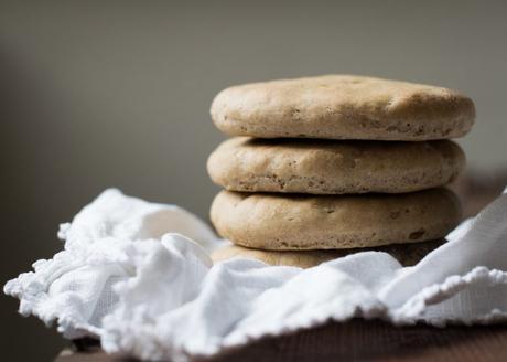 Pitas de Seigle & Boulettes de Poulet au Citron Confit