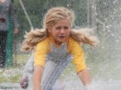 machine peut-elle déjà reconnaitre enfant jouant dans flaque d'eau