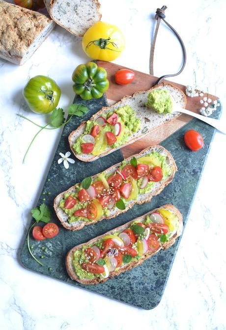 Tartines sans gluten avocat – tomate à la mexicaine { Crousti-Défi }