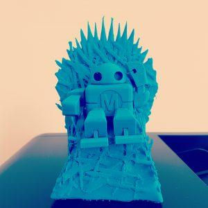 Robot sur le throne de GOT imprimé avec la Makerbot replicator 5+