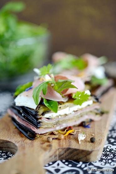 Recette bio : Mille-feuille d'aubergines confites, Prosciutto cotto bio et féta bio Bonneterre