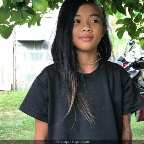 Message important: Appel pour un nouveau visage et une main pour une petite Thailandaise