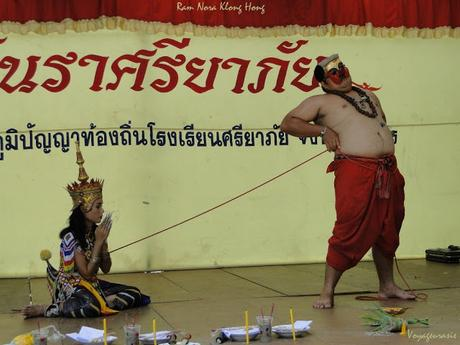 Thaïlande, au bureau,comment piéger un patron harceleur sexuel (vidéo)