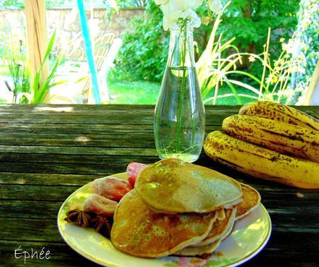 Pancakes aux bananes et à la crème anglaise