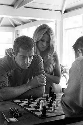 Jouez à la question du mercredi sur les échecs - Photo © Milton Greene