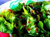 Salade avec vinaigrette bleuets