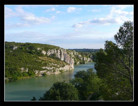 Le Vidourle et la via depuis la falaise d'Aubais