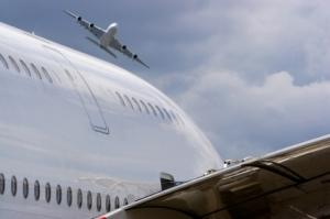 Une femme ivre tente d'ouvrir la porte d'un avion en plein vol