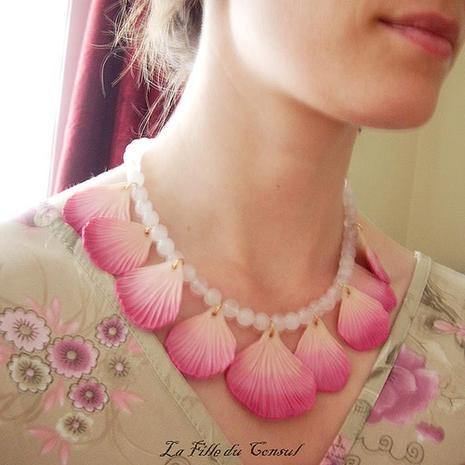 Des pétales à mon cou - Petals around my neck
