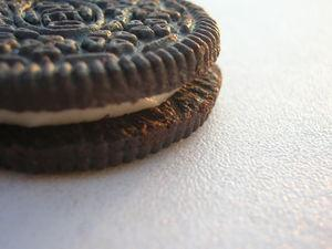 Close_up_of_an_Oreo_cookie