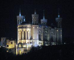 250px_Lyon___Basilika_Notre_Dame_de_Fourvi_re_at_night
