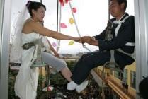 mariage sur une balançoire
