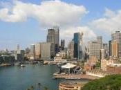 bateau forme guitare géante suscite l'étonnement dans port Sydney photos)
