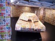 tank en papier dans salle