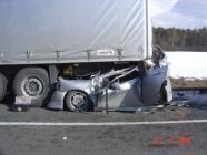 accident voiture sous camion