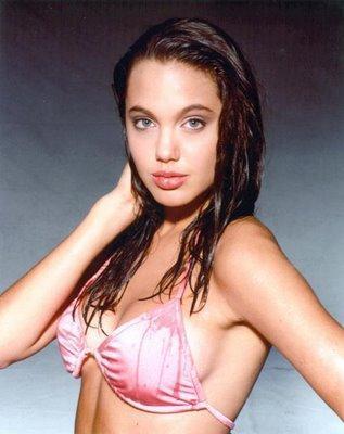 Des photos exclusives d'Angelina Jolie sexy alors qu'elle n'avait que 14 ans !