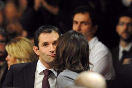 benoit-hamon-embrassant-segolene-royal-congres-de-reims-16-nov-2008.1227259603.jpg