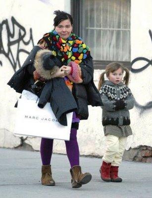 Björk et sa fille chaussent leurs envies chez Marc Jacobs !