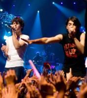 jonas-brothers-the-3d-concert-experience_7_jpg
