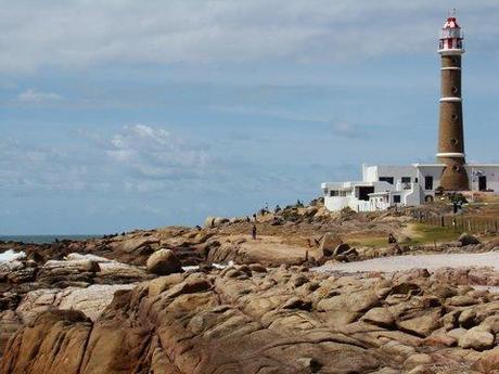 Les rochers au pied du phare