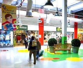 les magasins d'usine de la galerie marchande du centre de marques Quai des Marques de Franconville