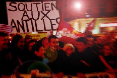 L'extrême gauche défile pour la Guadeloupe «qui nous montre la voie»