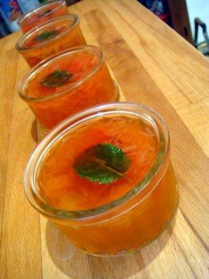 Comment faire quand TOUT doit etre orange? Des sandwich magiques et un dessert a la rhubarbe!