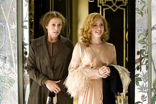 Frances McDormand et Amy Adams. EuropaCorp Distribution