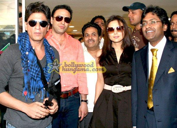 [PHOTOS] Shahrukh Khan & Preity Zinta at the media meet of IPL
