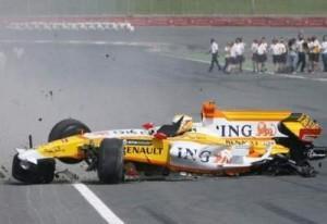 renault-f1-crash-dubai