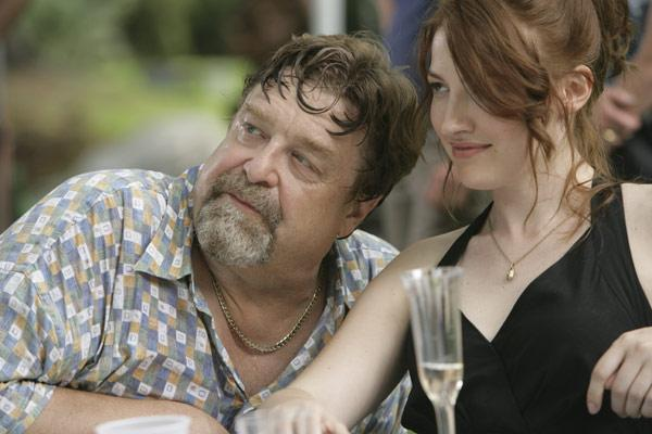 John Goodman et Kelly MacDonald. TFM Distribution
