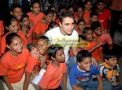 [PHOTOS] Imran Khan rencontre Aakanksha kids