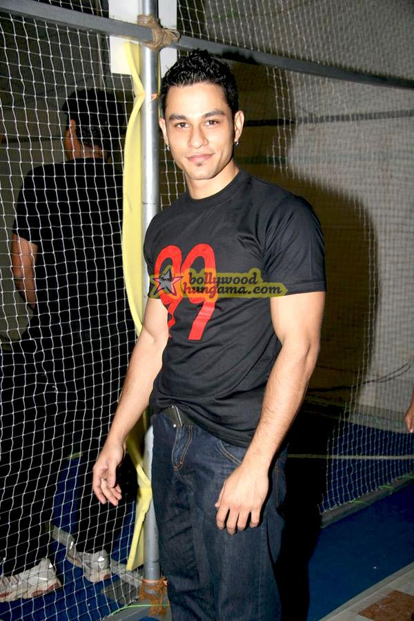 [PHOTOS] Kunal Khemu @the promotion of 99