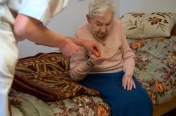infirmière et patiente à domicile